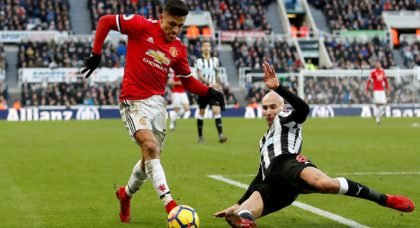 Benitez willing to sell Shelvey as West Ham lurk