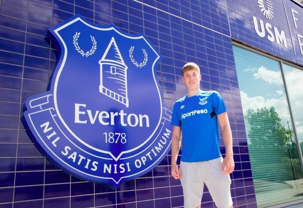 Everton: Fans desperate for Lewis Gibson to sign a new contract