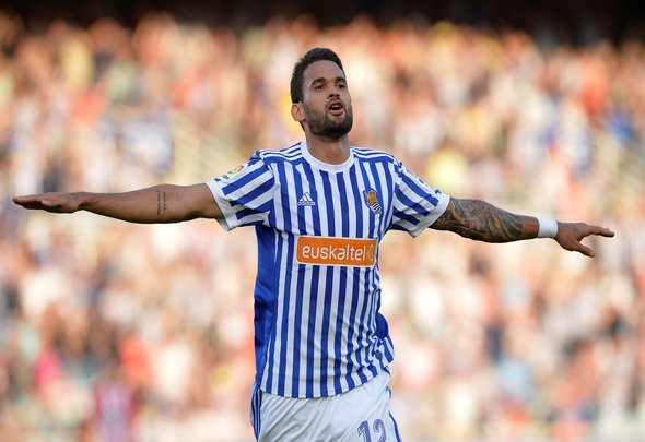 Everton must hijack £26m Fulham bid for Willian Jose