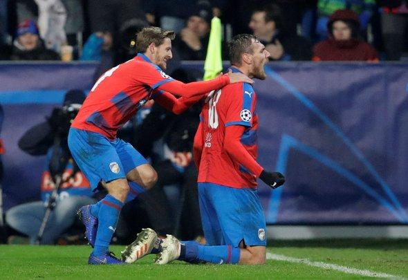 West Ham in talks for Hrosovsky