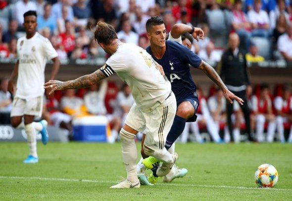 Spurs fans hail Lamela